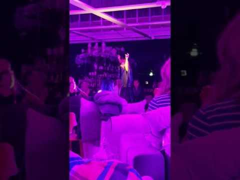 Mia Biste Mode Live In Hamburg Beim Wohnzimmerkonzert Mbel Hffner 221016