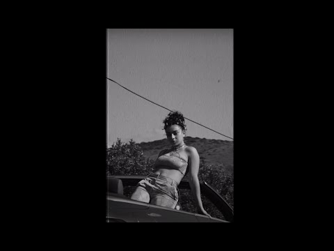 Смотреть клип Charli Xcx - Enemy