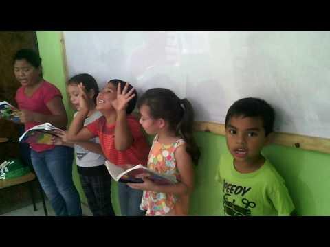 Itsy-Bitsy Spider con nuestros niños en New Dawn Society Honduras
