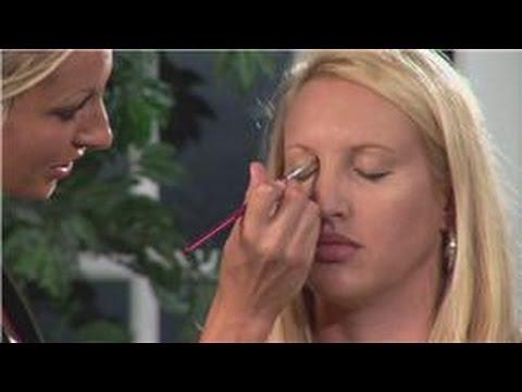 Concealer Makeup Tips : How Do I Apply Eye Conceal...