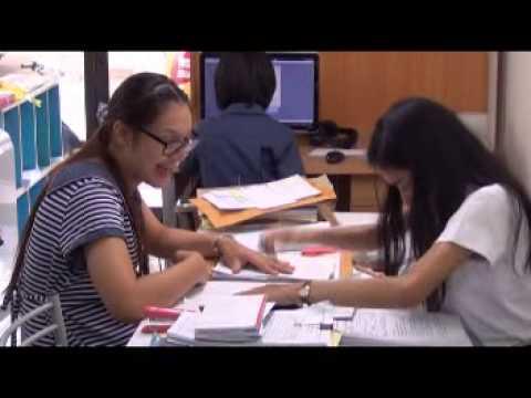 สอนแม้กระทั่งเจาะกระดาษใส่แฟ้มเอกสาร