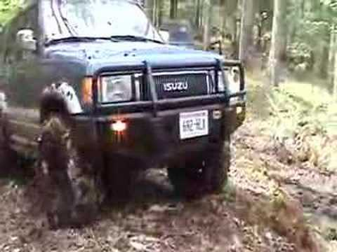 Isuzu Trooper navigating trail head (Northwoods Overland)