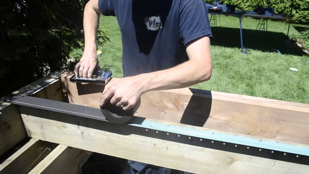 "Deck Track 45"" Installation / Installation Bande fixation"