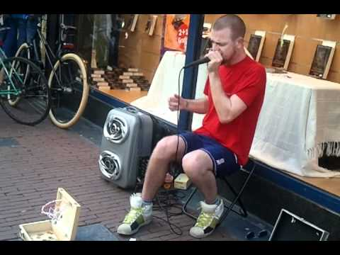 Dave Crowe 6-27-2011 kick-ass dubstep beat-boxing Amsterdam, Kalverstraat.3gp