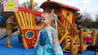 Эльза Принцесса Холодное сердце на детской площадке Батут Горки Качели Пиратский корабль