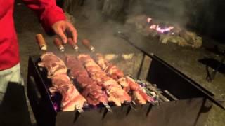 Армянский шашлык из свинины от Оганеса Акопяна. Часть 2. Armenian BBQ. Khorovats(В этом видео я поделился своими секретами приготовления армянского шашлыка. Здесь подробно я рассказал..., 2014-03-16T18:00:41.000Z)