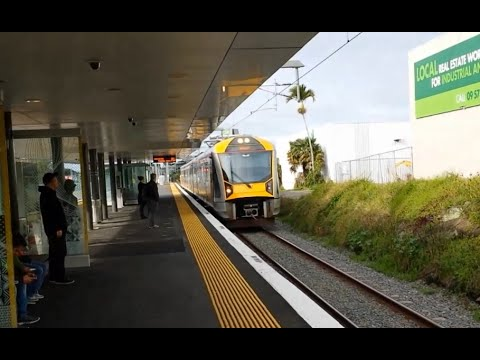 Train Trip to Central Auckland New Zealand (Family Fun)