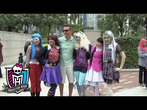 Ghouls visit Kuala Lumpur on their way to Scaris | Monster High