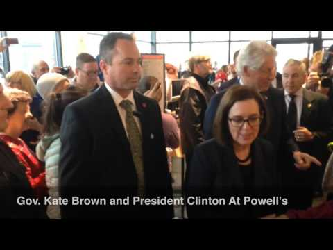 Gov. Kate Brown and President Bill Clinton at Powell's