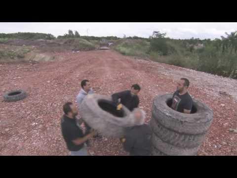 Kamel le Magicien se fait broyer par un engin de chantier