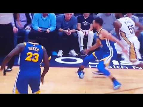 Steph Curry injured his right ankle in 4th quarter