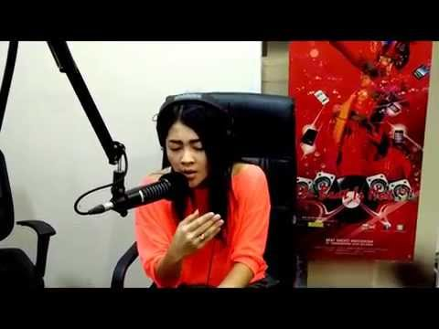indah dewi pertiwi  ... Meninggalkanmu Live On-air at BeatradioID.com