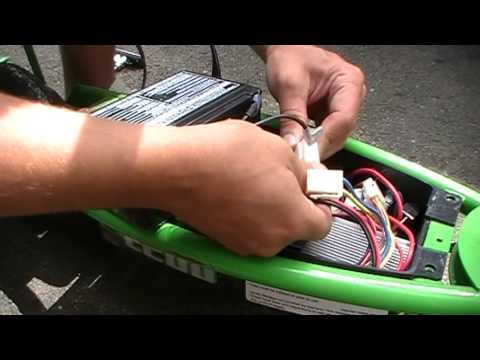 how to change replace battery on a electric razor scooter e200