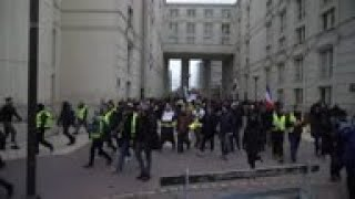 Tear gas fired at Yellow Vest protesters