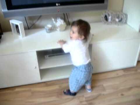 Baby tanzt booty shake