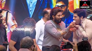Allu Arjun Birthday Celebrations With Fans At Pushpa Event | Allu Arjun Cake Cutting | Mirror TV