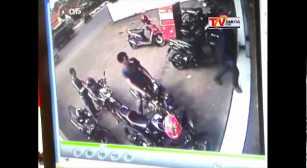 PENCURI MOTOR TEREKAM KAMERA CCTV DI ALFAMART PURWAKARTA