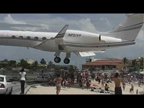 Gulfstream comes in CRAZY LOW at Princess juliana International Airport (HD1080p) CLOSE CALL landing