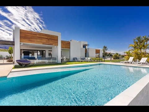 modern-and-luxurious-design-villa-with-sea-view-in-adeje