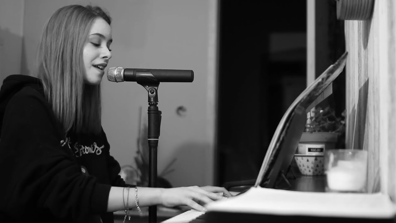 Blinding Lights - The Weeknd   Piano Live Cover by Antonia Radulescu