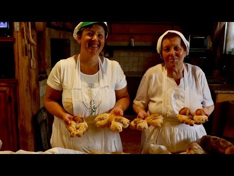 Discover focaccia and Easter bread from Sardinia! | Pasta Grannies