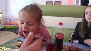 Ми в Дитячому Кафе/ Піца, Гамбургери, Морожене/