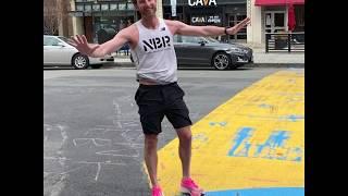 波士顿马拉松因疫情推迟 一名选手坚持出席跑完半程