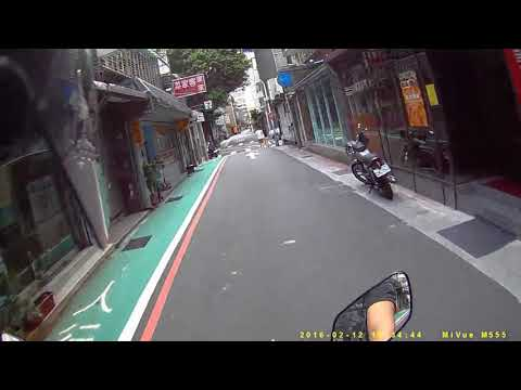 8 23 台北 大安區麗水街 三寶逆向騎車看到來車 還是不會禮讓