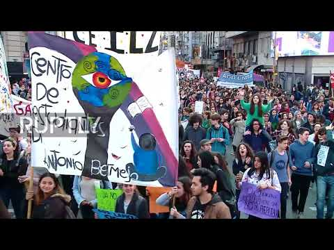 Argentina: Thousands of students protest educational reforms in Buenos Aires
