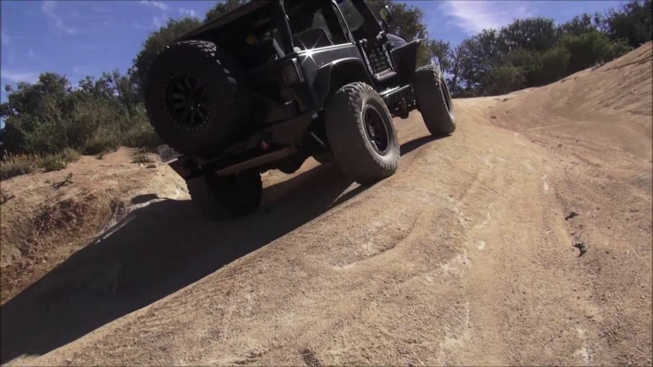 Off-roading Pilot Rock Trail & Miller Canyon (serious rollover / carnage found left behind)