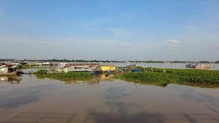 Chợ nổi Long Xuyên nhìn từ bờ sông khu đô thị Tây sông Hậu
