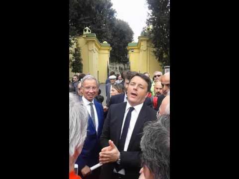 Renzi faccia a faccia con i napoletani