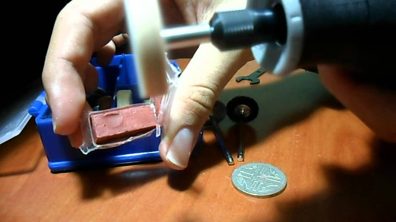 Coin Cutting At Craft Show
