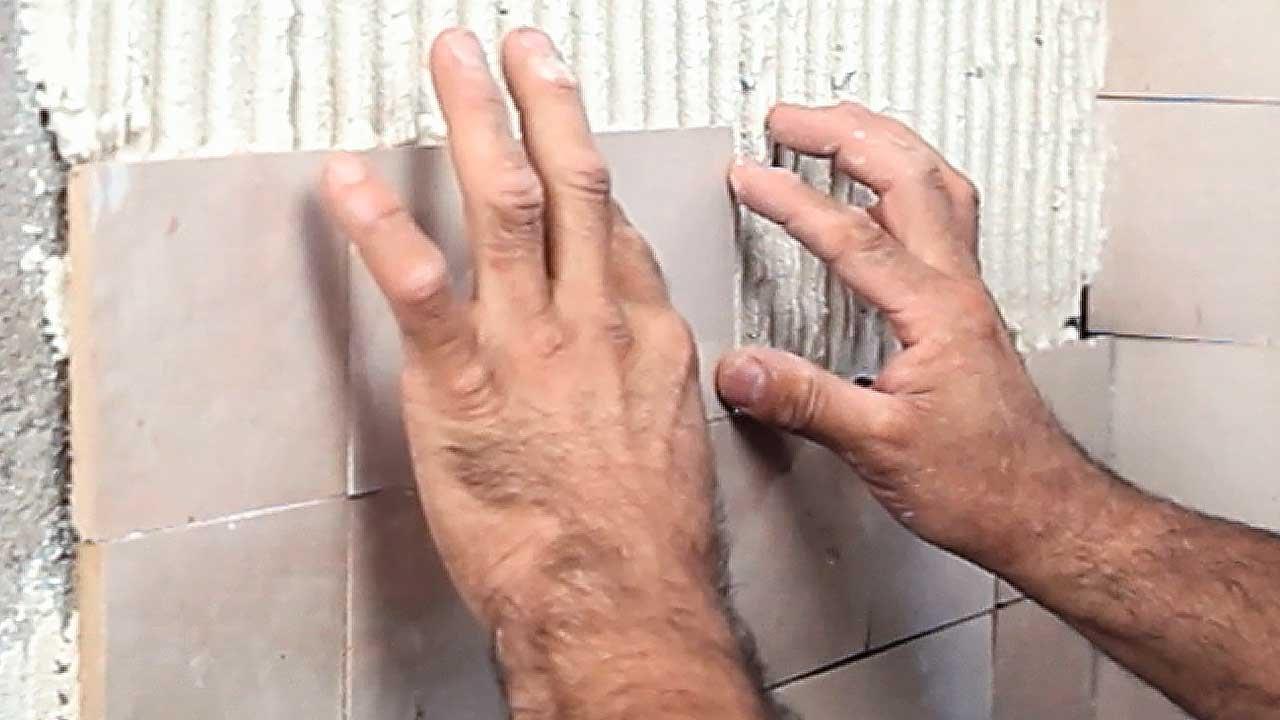 Pose Zellige Sans Joint zellige: couper, poser et nettoyer