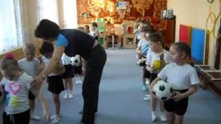 Утренняя гимнастика в детском саду(Утренняя гимнастика под музыку с детьми среднего дошкольного возраста., 2013-04-23T08:37:17.000Z)