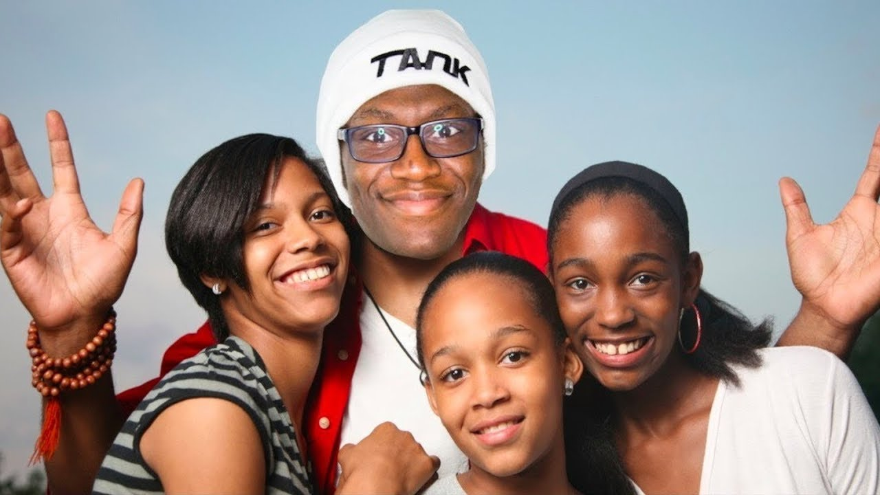 Deji has 2 kids