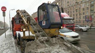 Восьмибалльные пробки ожидаются в Москве из-за снегопада.
