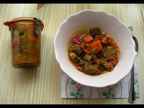 Beef stew with sweet potatoes, sweet potatoes, shiitake and blueberries, vacuum packed.