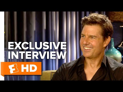 Tom Cruise Drops Trou - American Made (2017) Interview | All Access