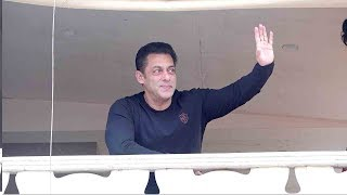 Salman Khan's 54th BIRTHDAY Celebartion With Millions-N-Millions Of FANS Outside Galaxy Apts