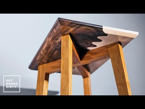 Wavy Side Table With Tapered Legs