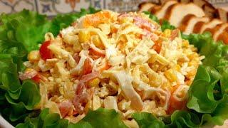 Салат из крабовых палочек. Вкусный крабовый салат с яичными блинчиками. Крабовый салат рецепт