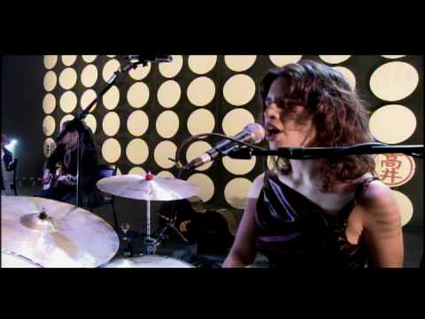Fernanda Takai - Debaixo dos Caracóis dos seus Cabelos (ao vivo)