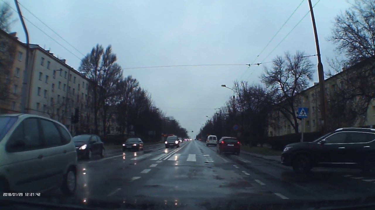 Skręcanie na zakazie i zderzenie. Lublin al. Racławickie. 29.01.2018