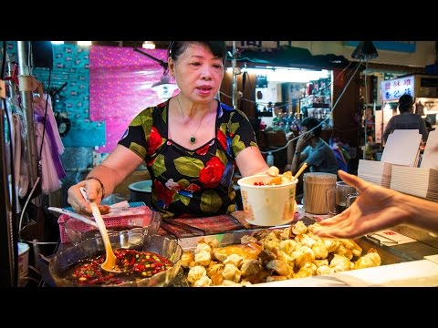 Raohe Night Market in Taipei: MUST-EAT Taiwan Street Food - Pepper Pork Buns & Bone Soup!