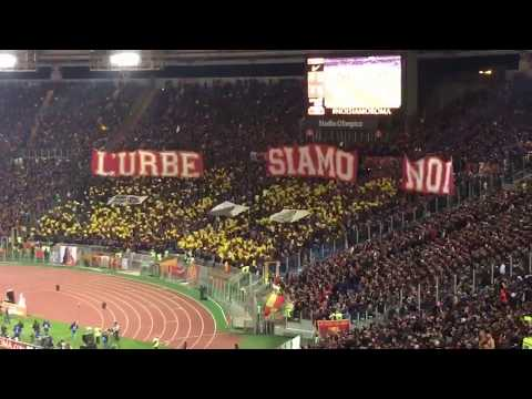 Roma vs Lazio 2:1 - Derby 18.11.2017, grandi tifosi che cantano allo stadio Olimpico