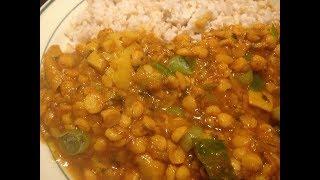 Gelbe Linsen mit gelben Zucchinis  in einer leckeren indischen Soße