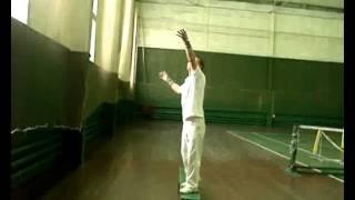 как научиться ровно вверх подбрасывать мяч