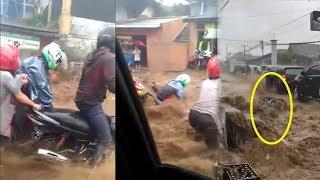 Detik-detik Derasnya Arus Banjir Hingga Seret Pengendara dan Sebuah Motor di Jalanan Cianjur