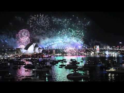 NEW YEARS EVE 2016 - Sydney, Australia - fireworks countdown to midnight